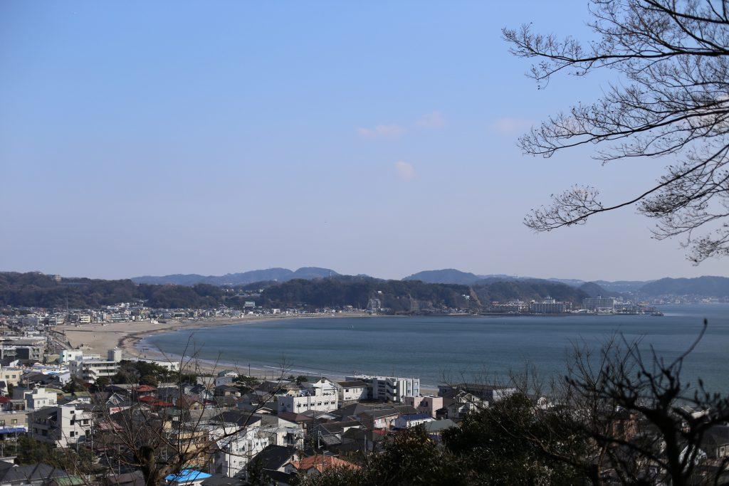 長谷寺から由比ガ浜を望む