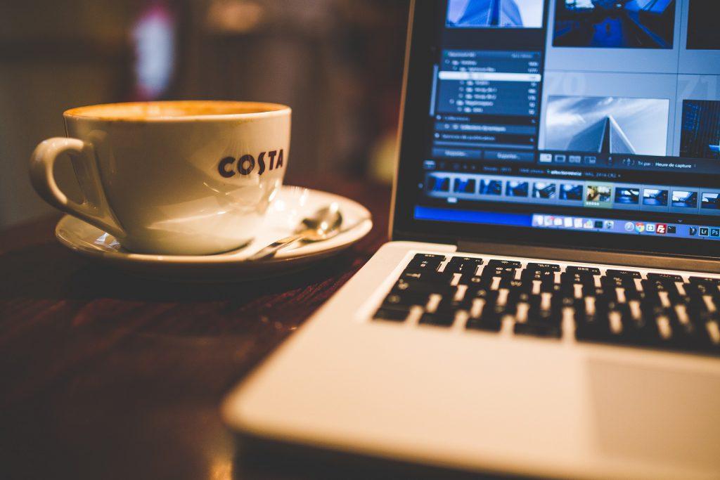 macbookとコーヒー