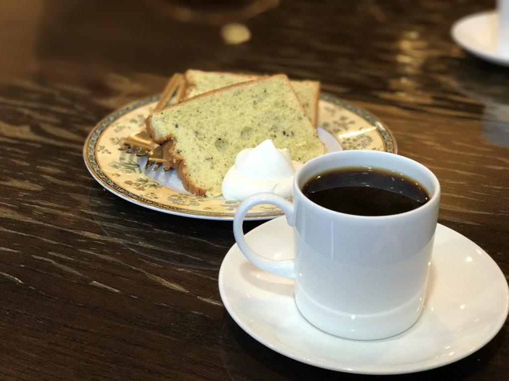 恵比寿ヴェルデのコーヒーとシフォンケーキ